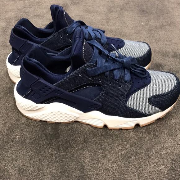 7d5e37bcd925 Nike Huarache Denim women s size 7.5. M 5b43e5be2e1478c6e9a7e15e